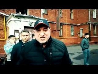 Прохожий из Москвы рассказывает, как он ненавидит Путина.