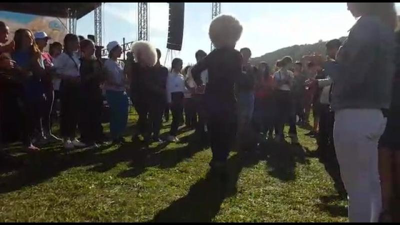 Можно бесконечно смотреть, как танцуют на Кавказе