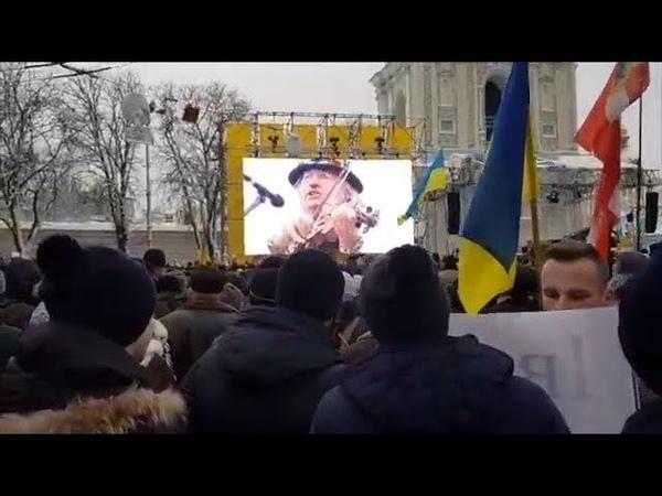 Мелодии Томоса. Феерическое выступление скрипача на митинге около Софии | Страна.ua