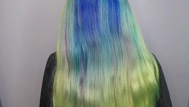 Hairbyyyaya on Instagram Here's a little clip from yesterday's live video 🎬🎬🎬🎬 Used all @pravana color and of course @colortrak to create this