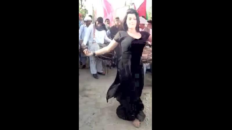 Very Hot Wedding Dance In Public.mp4