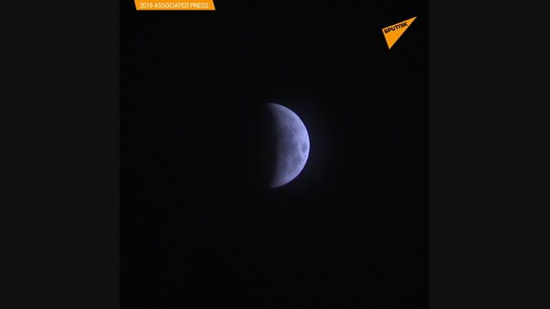 Dünya Kanlı Ay Tutulması'nı izledi