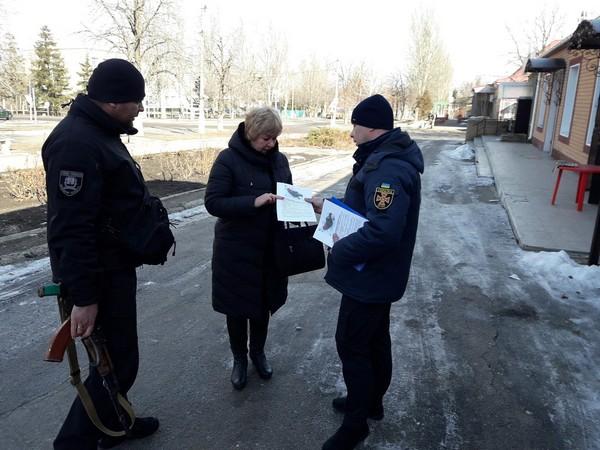 Людям из прифронтовой Марьинки напомнили о безопасности (фото)