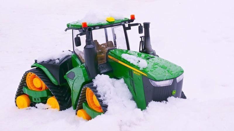 Araba oyunları. Yardımcı arabalar ailesine yeni oyuncak traktör katılıyor.