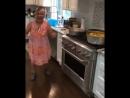 Бабуля танцует