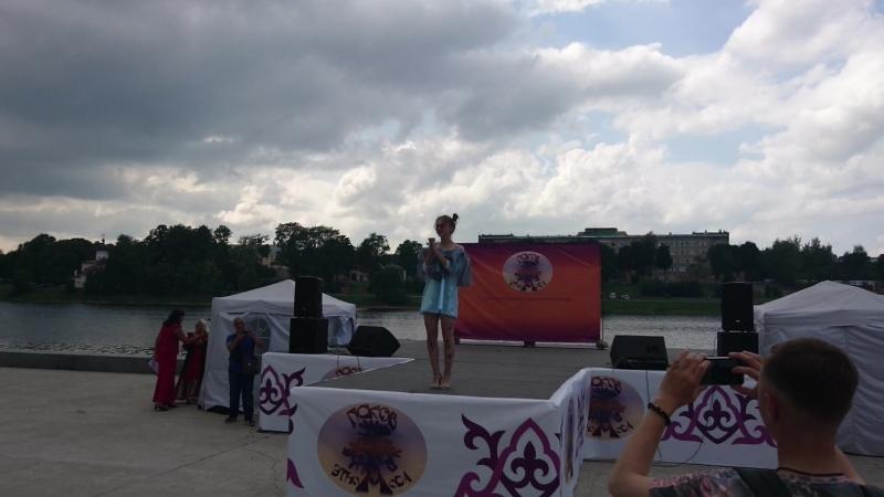 показ Анастасии Мишель День города Пскова 2018 Фестиваль ЭтноМода