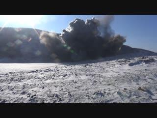 Очередной подрыв обрушившихся скальных пород в районе Бурейского водохранилища