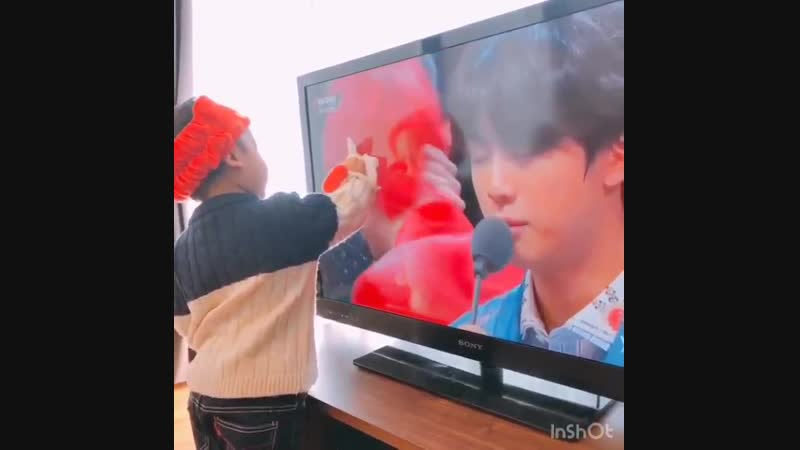 Someone PLEASE show this to taehyung he loves kids SO MUCH PLEASE @BTS_twt
