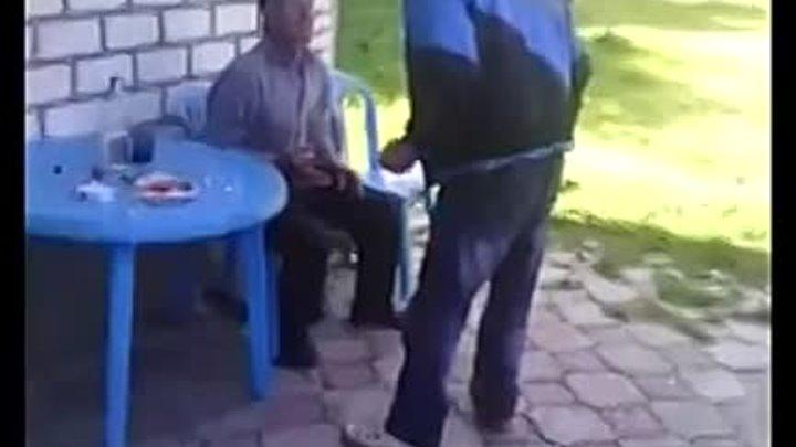 Два старика избили героя АТО на Западной Украине с криками «пошел ты, фашист!»