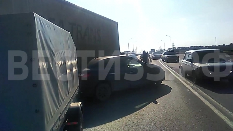 Две иномарки, фура и грузовик столкнулись на трассе в Вологде