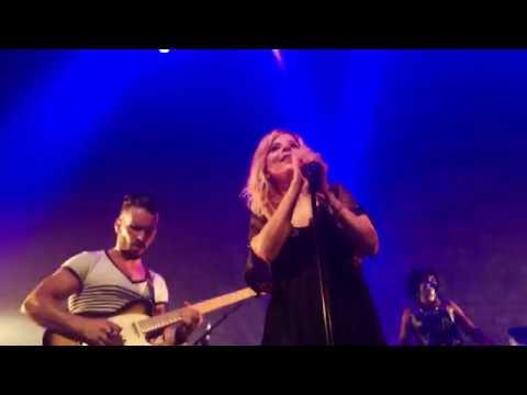 Najoua Belyzel Comme Toi live à Paris 2019 HD