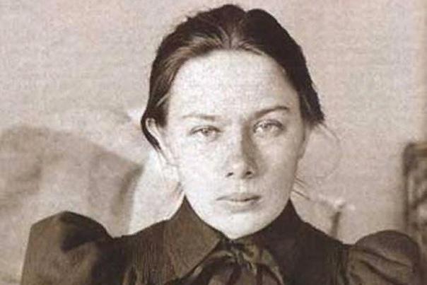 Надежда Крупская Крупская оказалась, наверное, самым загадочным персонажем русской истории за последнее столетие. Она сама писала о своей жизни. В советские времена ее биография правилась, чтобы