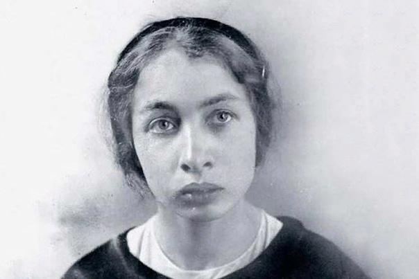 Фанни Каплан Тайна Фанни Каплан до сих пор не разгадана. Она вошла в историю как женщина, стрелявшая в Ленина. Ее образ в массовой культуре в советские годы был строго отрицательным. И только