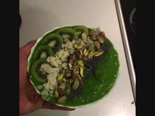Рецепт самого зеленого и бодрящего смузи-боула.