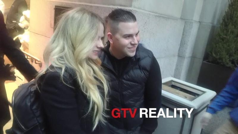 Avril Lavigne signs autographs for GTV Reality autograph shop!