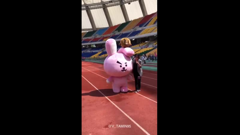 Cooky why so cute and cuddly . Where is your daddy Hug him for me - - JUNGKOOK 정국 JK @BTS_twt - -