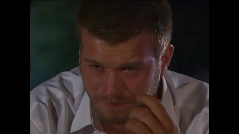 Халиль плачет.