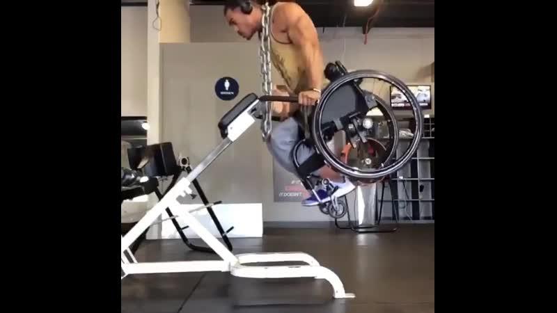 Парня не останавливает тот факт что он в инвалидной коляске он все равно занимается спортом gfhyz yt jcnfyfdkbdftn njn afrn x