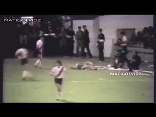 Омерзительно грязная игра защитников 80-х годов на примере неподражаемого Диего Марадоны. Сколько талантов сгубили эти костоломы