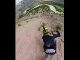 Скоростной спуск с горы на велике