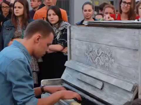 Уличные бомжи пианисты, талант от бога