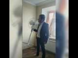 Депутат Ковалев останавливает вентилятор языком