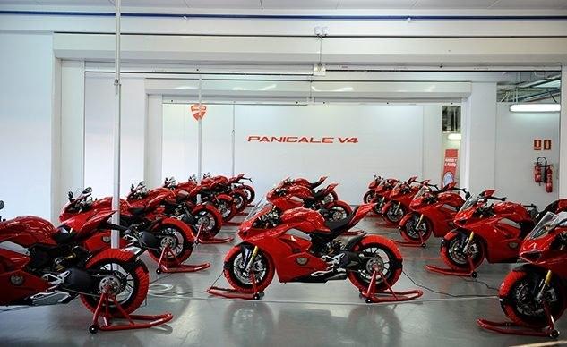 Мотоциклы Ducati Panigale / Hypermotard 2018 отзывают из-за задних колодок Brembo