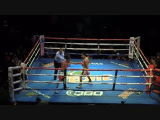В самом конце первого раунда. Hollywood Fight Nights.