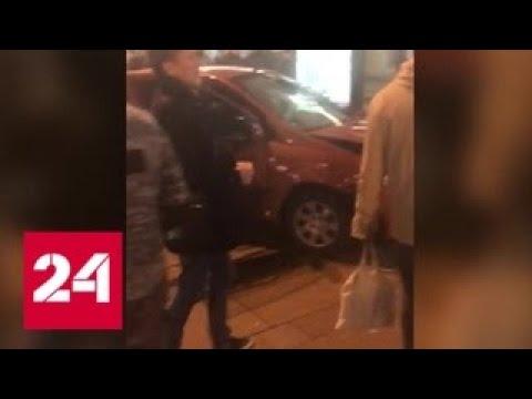 В Санкт-Петербурге автомобиль вылетел на остановку - Россия 24