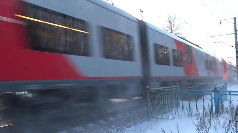 Два сразу Speed Train Электропоезда Ласточка 150 Км-ч Пл.Репино.mp4
