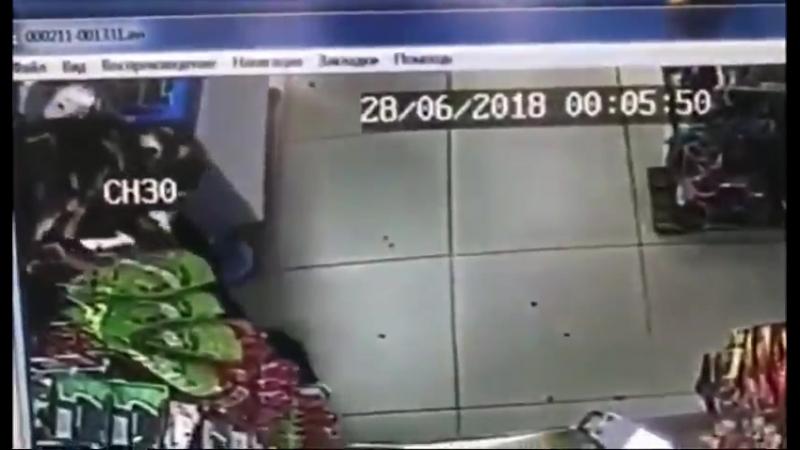 В Чите грабитель с пистолетом и гранатой пытался обчистить магазин, но у него не особо выш
