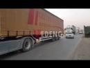 Большой конвой грузовиков Международных сил коалиции перевозящих военные трансп