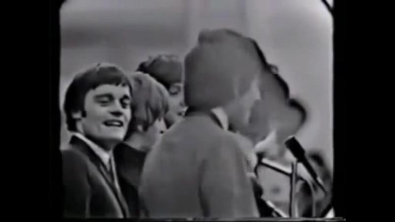 Beatles make the nazi salute