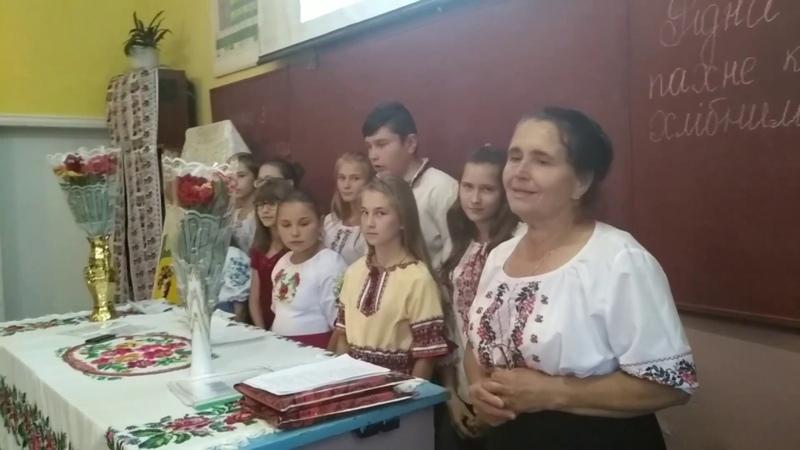 Зустріч учнів та вчителів Яблунівської ЗОШ 1 3 ст зі Світланою Коробовою і Євгенією Добриніною