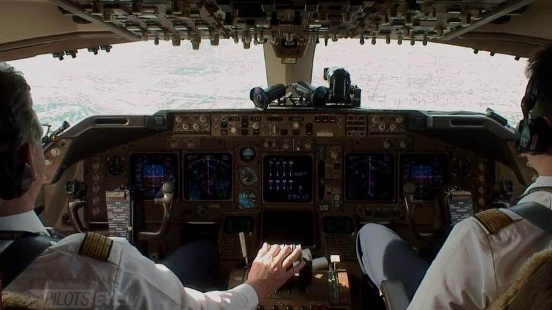 Pilotseye.tv - Lufthansa Boeing 747 Approach and Landing at KLAX [English Subtitles]