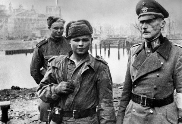 Советские солдаты в Берлине. Май 1945 года.., часть 2 (Часть 1- в предыдущем посте). .Спасибо за и подписку...