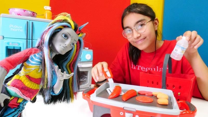 Monster High oyuncaklar pikniğe gidiyorlar! Kız oyunları