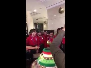 Чеченские болельщики подарили Салаху торт с золотой бутсой