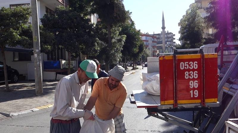 Как турки доставляют в свои квартиры дрова