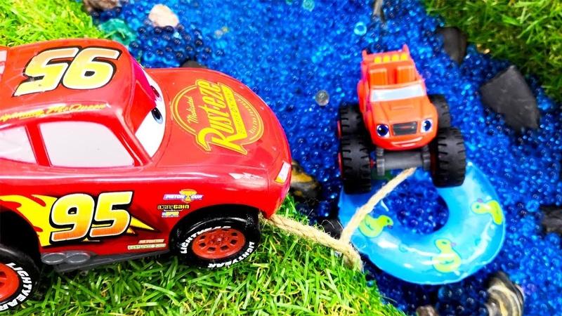 Машинки Вспыш и Маквин устроили гонки! Видео про игрушки
