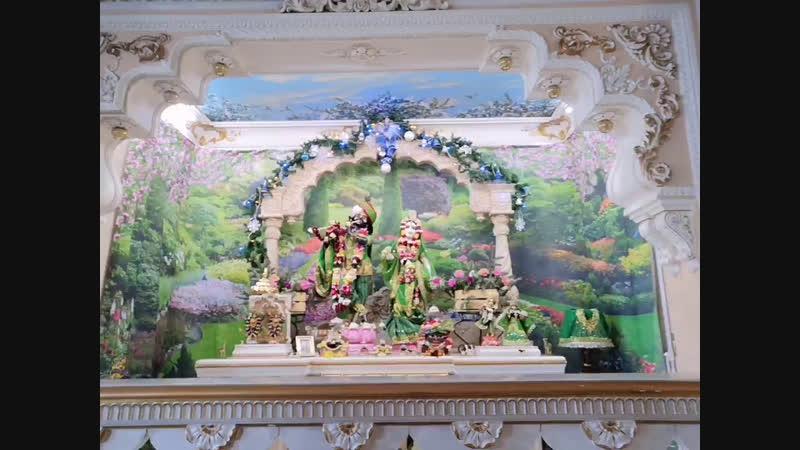 Воспеваем во славу наших Несравненных Первых Российских Божеств Шри Шри Радха Говинда!
