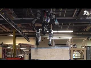Робот Atlas от Boston Dynamics занимается паркуром | Высокие технологии