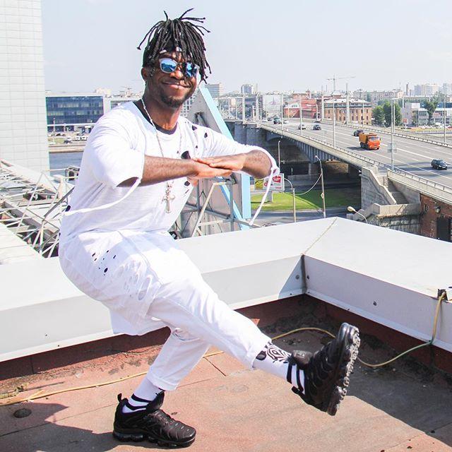 Саймон Перец: Пришли + если любишь #питер 😉  #крыша #санкпетербург #black2white #vkfest2018 #NRJModellBall #позитив #simonnrj #чёрныйперец