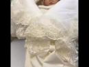 Конверт одеяло на выписку Королевский молочный с меховым коконом, чепчик