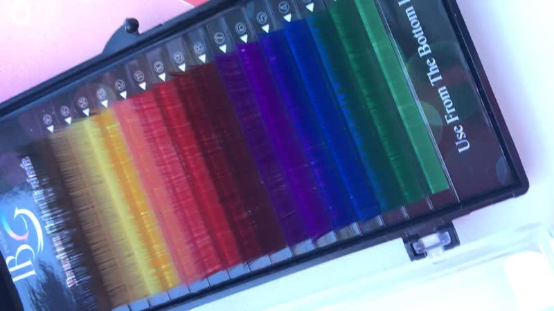Юху 🤪 В наличии цветные реснички, если хочешь быть максимально яркой этой весной, то скорее записывайся ❤️