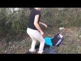 2 girls fighting in the hood