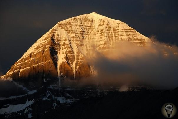 Одна из самых загадочных и аномальных гор, является «Гора Кайлас», расположенная в Тибете