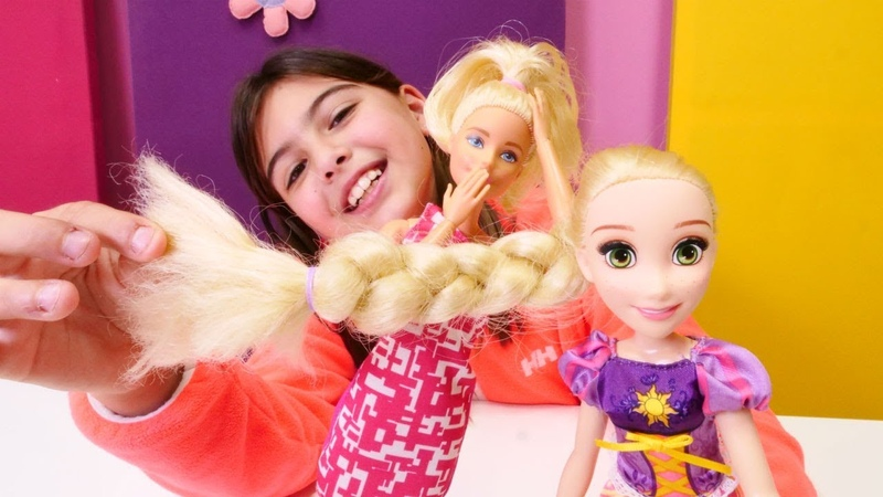 Barbienın kuaförüne Rapunzel geliyor! Kukla oyunu