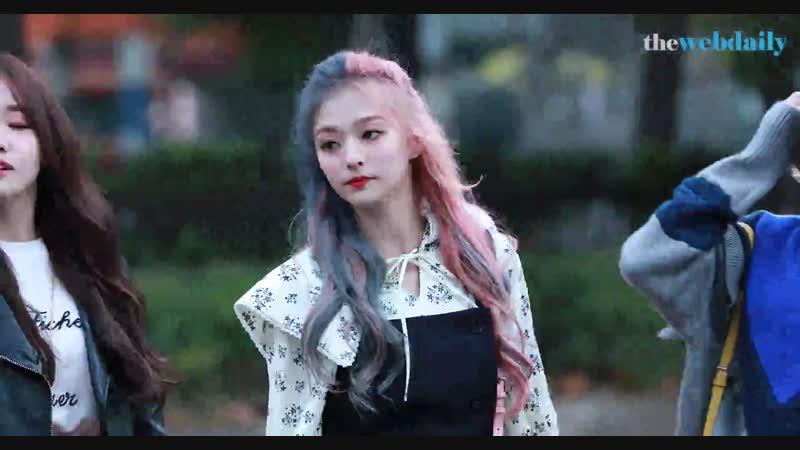 [WD영상][4K] '할리퀸보다 예쁘네~' 프로미스나인 이나경 10월 19일 뮤직뱅크 951회 출근길