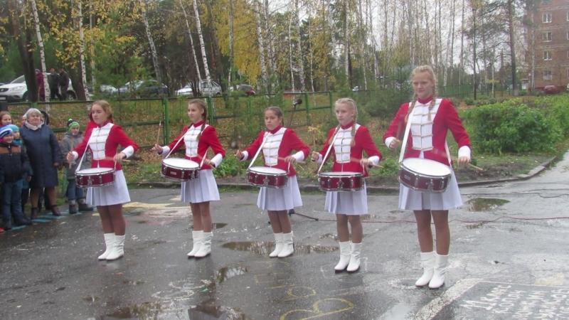 100 - летие комсомола. Барабанная группа школы.